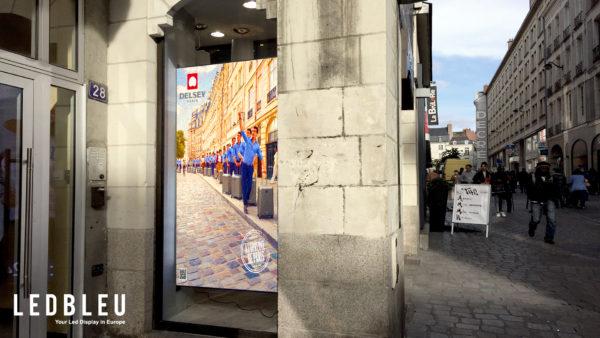 Écran led pour vitrine à Nantes dans le quartier Decré – Grand Format 100x200cm – Pitch 4.81mm