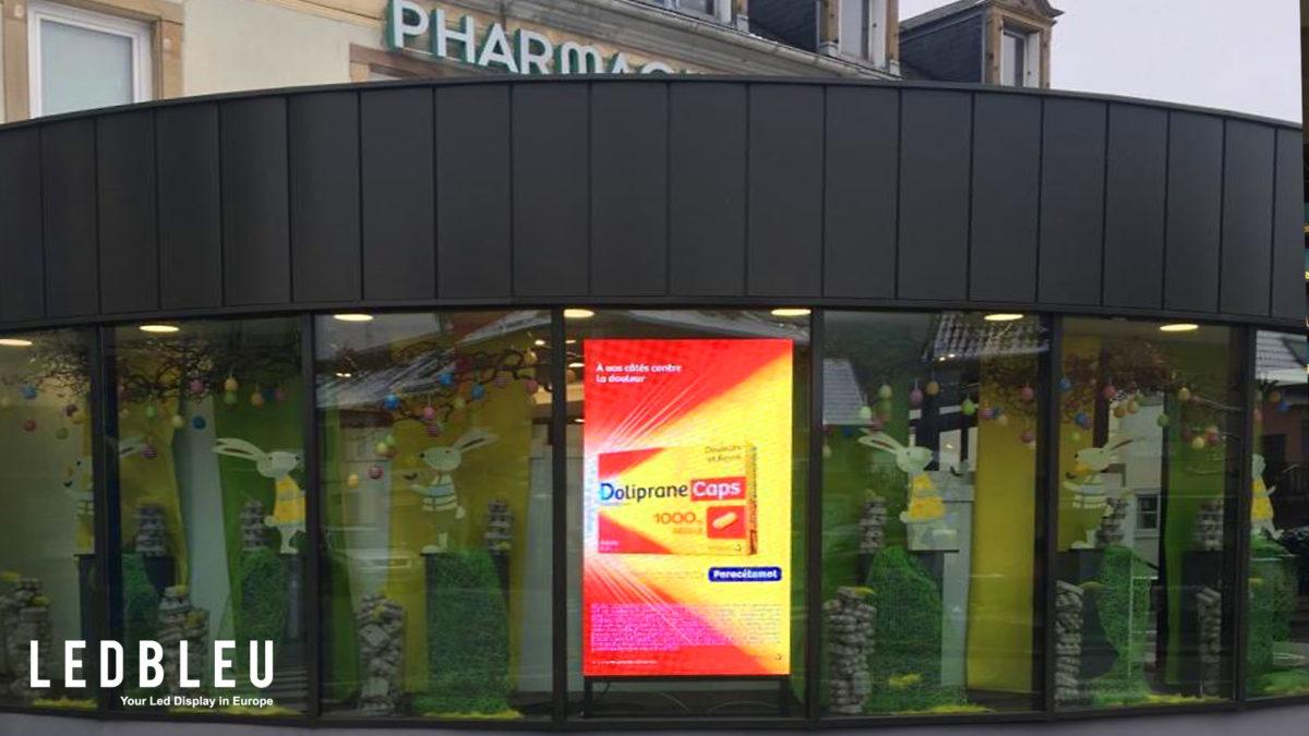 ecran-led-vitrine-pharmacie-belfort