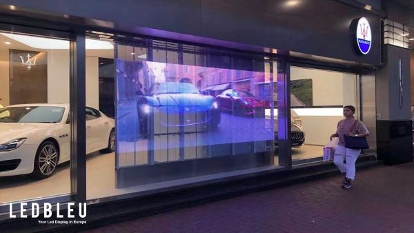 Écran vitrine led transparent pour concession automobile